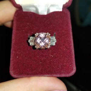 Sz 6 Silver ring w/ pink center stone